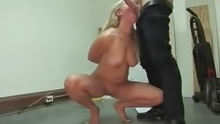 no hands blowjob on her knees