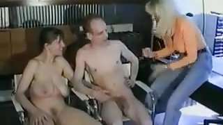 busty amateur andrea zeigt ihre